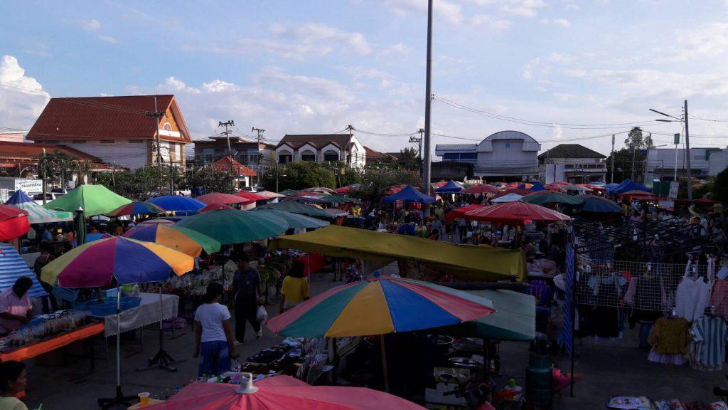 ตลาดนัดชุมชนถนนสายไหมบ้านเขว้า